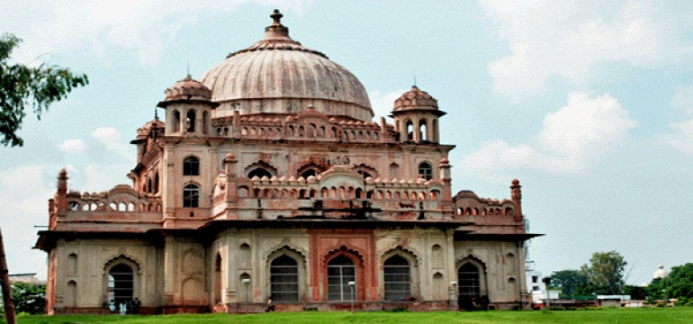 Popular Historical Monuments of Lucknow