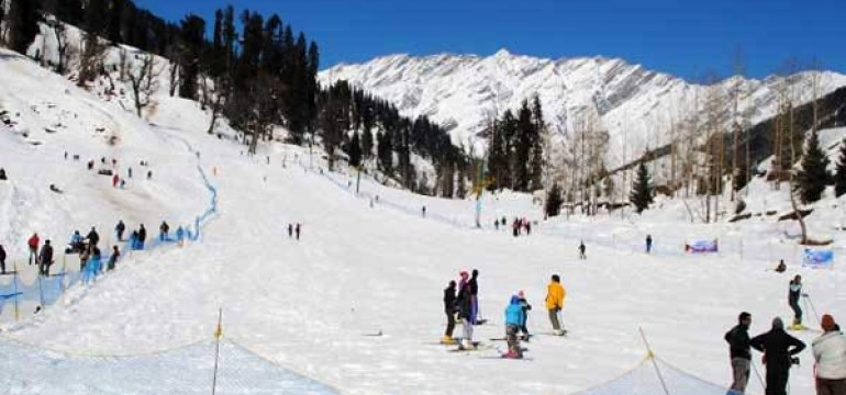Famous Skiing Destinations in India
