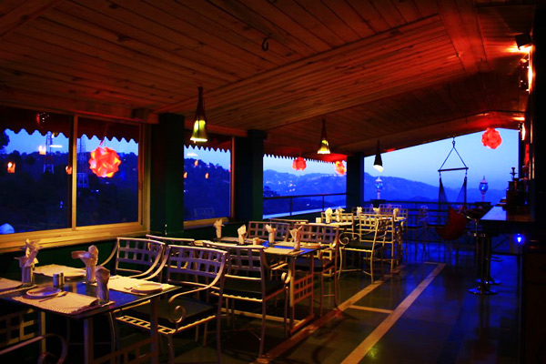 Hangout Rooftop Bar and Cafe in Kasauli