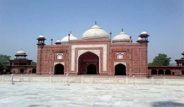 Agra Fort is is also known as Lal Qila.