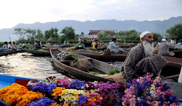 Floating vegetable market in Jammu & Kashmir