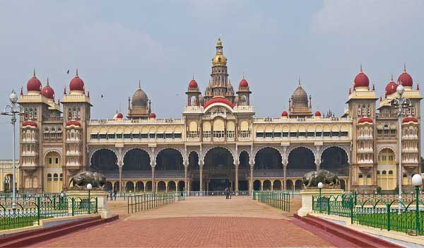 Its one of the most famous tourist attractions in India after Taj Mahal.