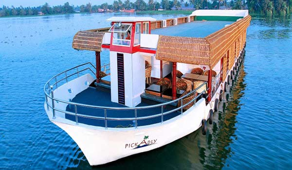 Famous Luxurious Houseboats in Alleppey