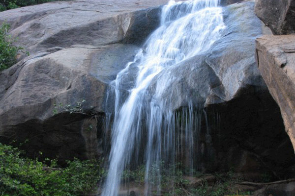 Jalagamparai Waterfalls,Yelagiri