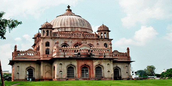 Tombs of Saadat Ali Khan and the Begum in Lucknow