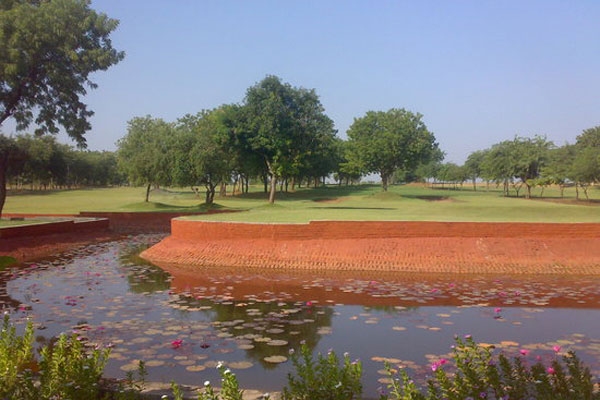Aalloa Hills Resort Golf, Gandhinagar