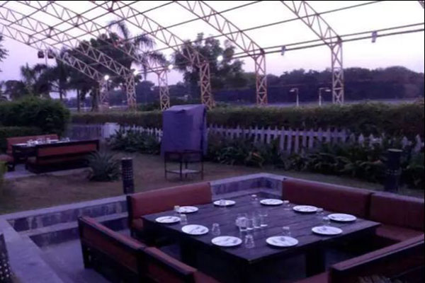 Waterside Restaurant , Gandhinagar