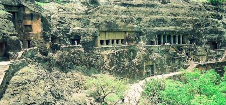 Ajanta and Ellora Caves Travel Guide