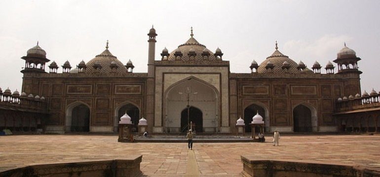 Famous Monuments in Agra